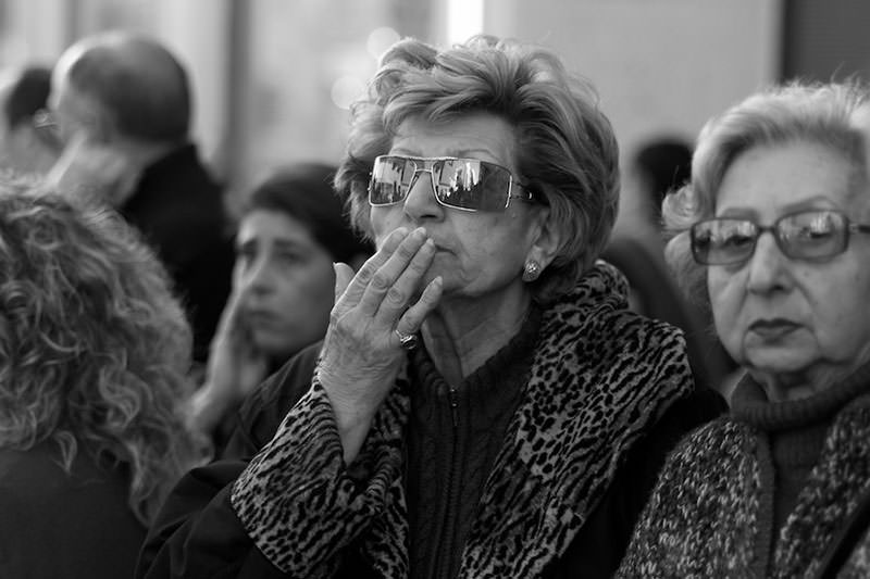 Trapani spectators - a woman kisses the Madonna